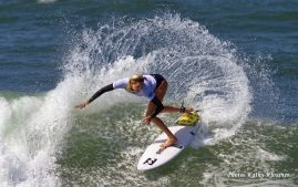 Laura Enever big spray at the 2017 Swatch Pro.