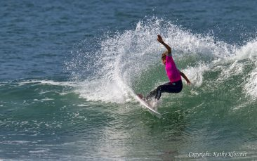 Sally Fitzgibbons cuts back on a wave.