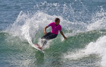 Sally Fitzgibbons shows off her calm style at the Swatch Pro 2017